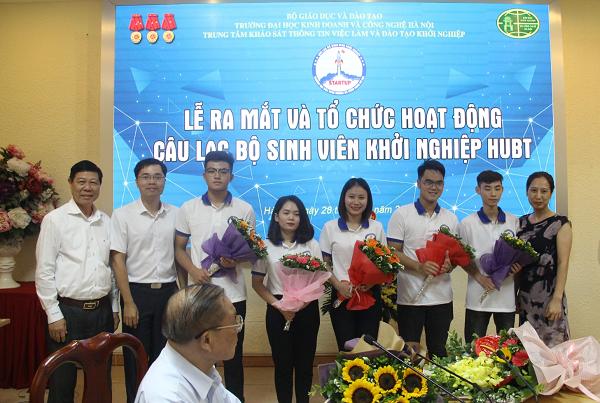 Sự kiện - Ra mắt Câu lạc bộ Sinh viên Khởi nghiệp HUBT (Hình 3).